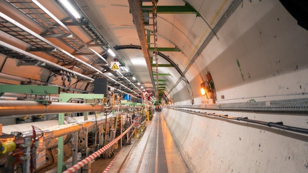 Gran Colisionador de Hadrones, en el CERN. Foto de Erwan Martin on Unsplash.