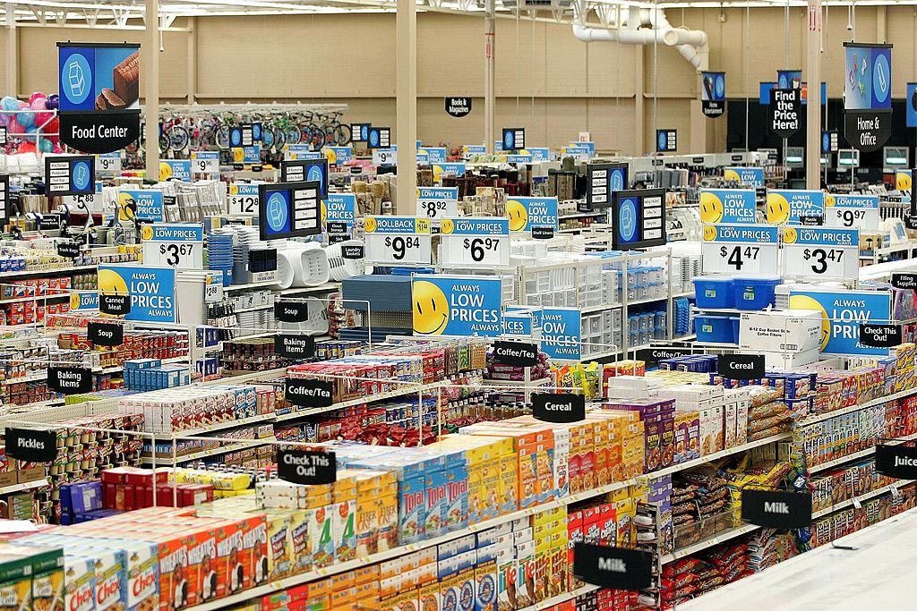"""""""Que se joda este trabajo"""": Empleada de supermercado renuncia por altavoz y se viraliza"""