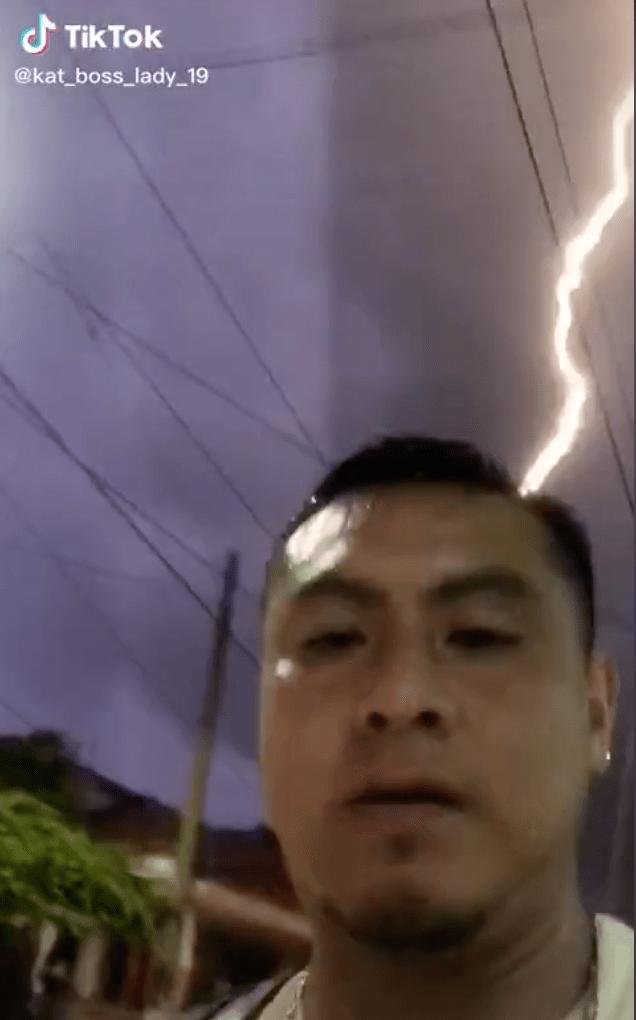 Y en México: Hombre graba momento exacto en el que casi le cae un rayo