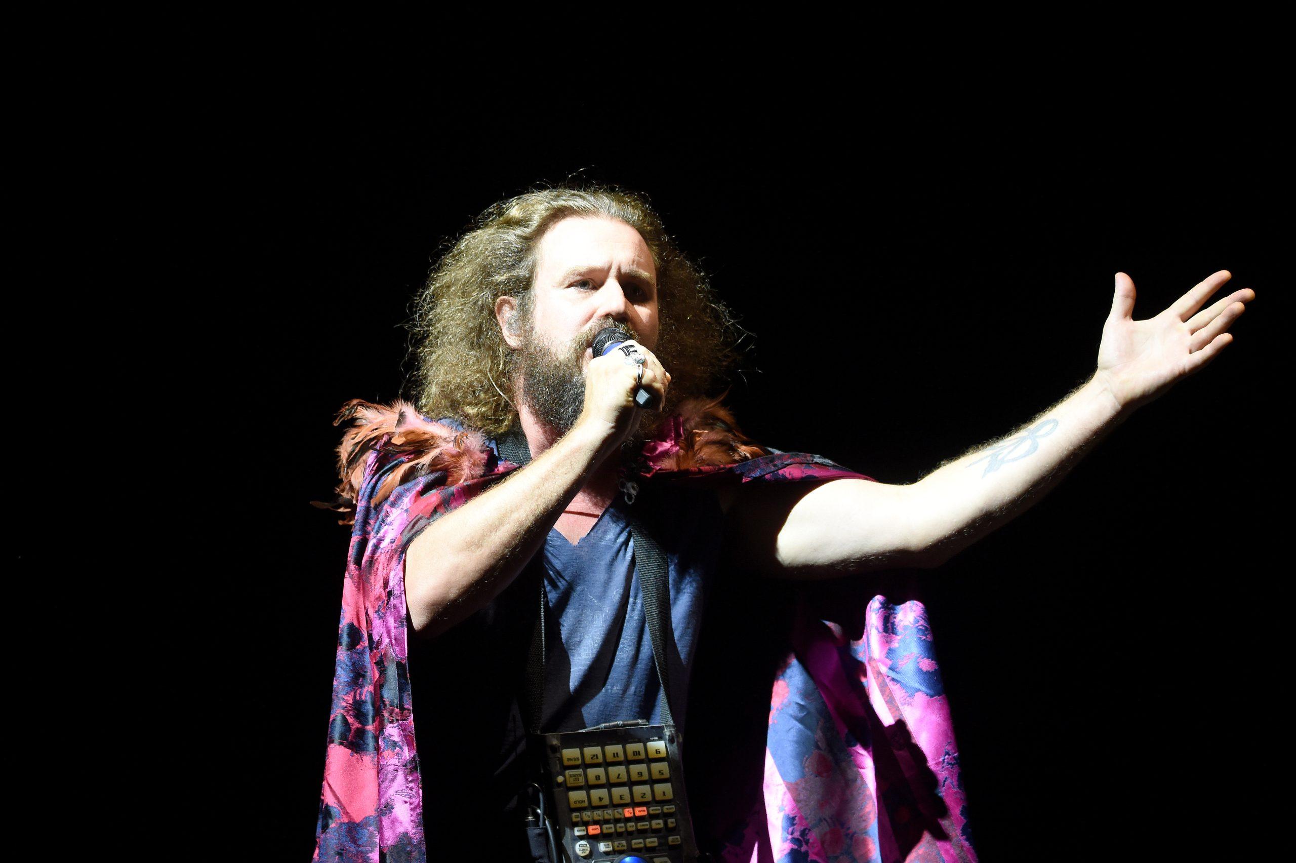 Llevar amor al mundo a través de la música: Una entrevista con My Morning Jacket